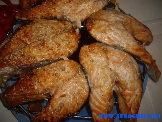 Запеченные стейки лосося с кунжутом