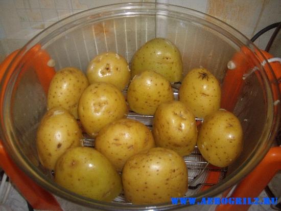 Картофель, запеченный в «мундирах» с чесноком