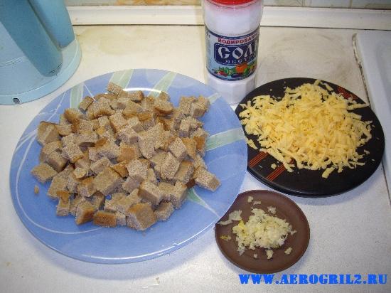 Сухарики с чесноком и сыром