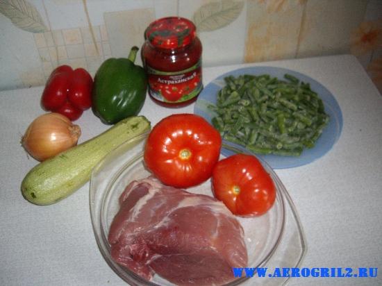 Свинина с овощами в керамически горшочках