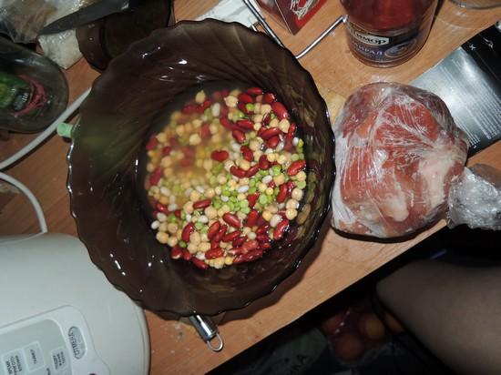 бобовая смесь с мясом