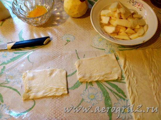 Сладкие слойки с яблоками