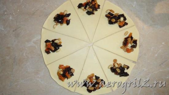 Рогалики с сухофруктами и орехами