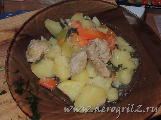 Тушеные овощи с курицей и зеленью