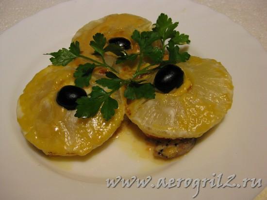 Свинина запеченная с ананасами в духовке
