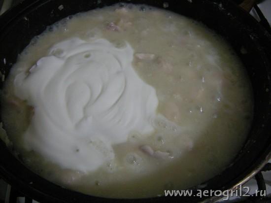 Куриное филе в белом соусе из сметаны